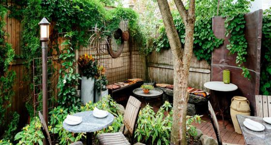 Các thiết kế sân vườn độc đáo, cây xanh thoáng mát, mang màu sắc riêng sẽ là điểm cộng lớn trong mắt khách hàng.